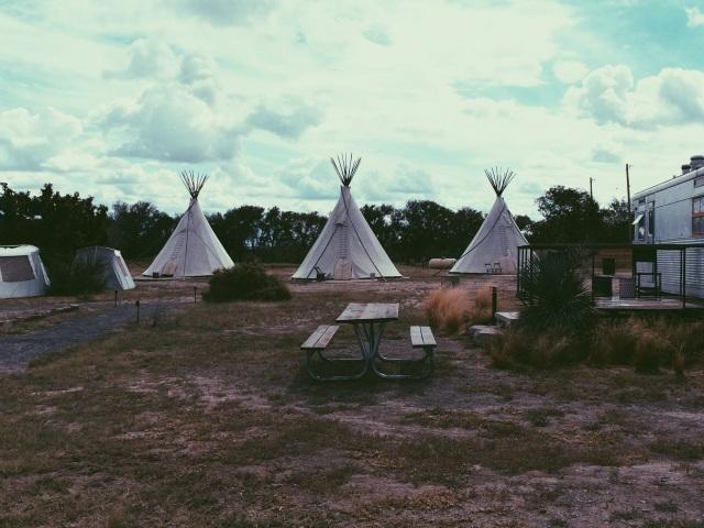 El Cosmico tepees